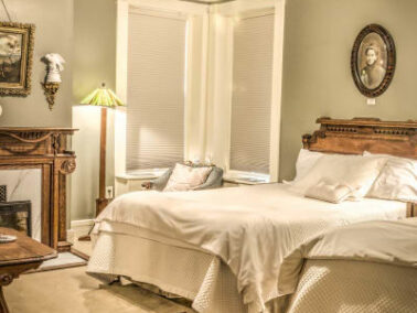 As You Like It Suite, Shakespeare Chateau Inn Bed & Breakfast